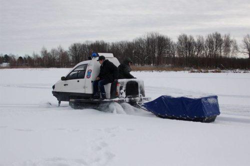 снегоход беркут с саньми и пассажирами