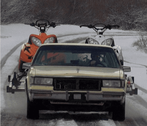 фото буксировка двоих снегоходов